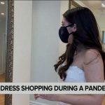 Robe de mariée shopping au milieu d'une pandémie – Vidéo
