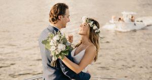 Un mariage intime sur un bateau dans la baie de Miami