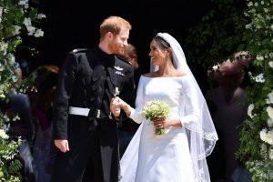 Anniversaire de mariage Harry et Meghan – Les symboles secrets codés dans le voile brodé et les fleurs de mariage de Meghan