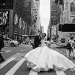 En défense d'essayer trop de robes de mariée
