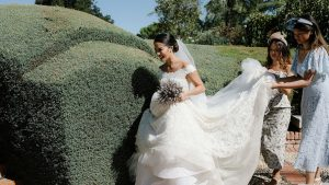 Juste à l'extérieur de Madrid, ce mariage à la campagne combine les traditions espagnoles et philippines