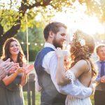 La mariée choquée après que deux couples se soient fiancés à son mariage