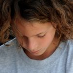 La mariée veut que son neveu adolescent se coupe les cheveux pour le mariage – SheKnows