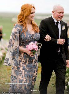 La pionnière Ree Drummond dit que les vraies femmes au foyer ont inspiré sa robe pour le mariage de sa fille