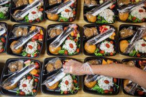Passer le buffet et essayer ces idées de nourriture de mariage bon marché | Pennyhoarder