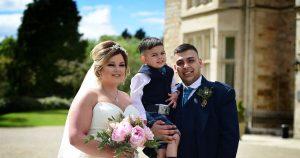 Une maman courageuse, 30 ans, mourant d'un cancer, profite d'un mariage dans un château de conte de fées alors que son fils, 3 ans, la donne